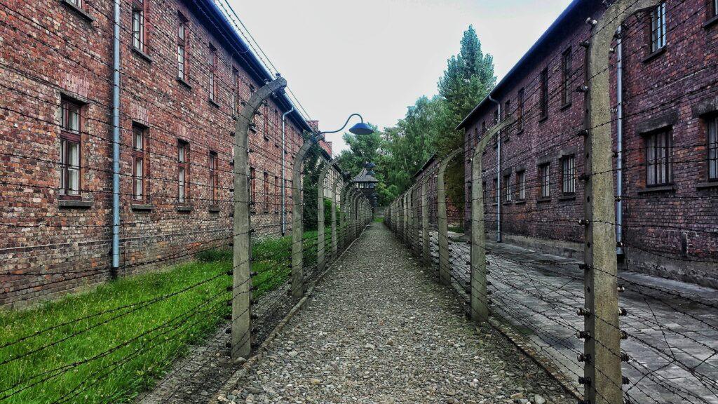 Wat je moet weten voor je bezoek aan Auschwitz