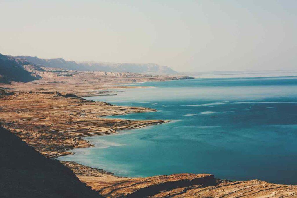 Drijven op de Doden Zee: 8 tips die je van te voren wilt weten
