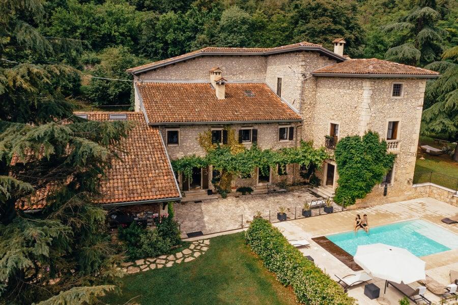 6 redenen om een groot vakantiehuis te huren met vrienden in Frankrijk
