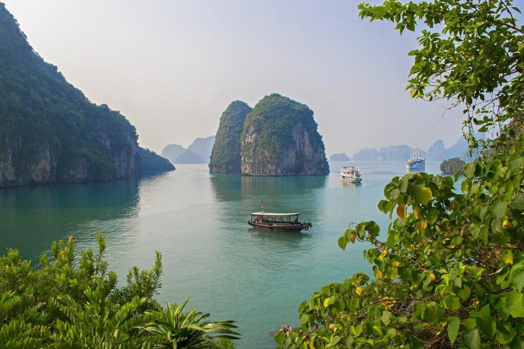 Halong Bay bezoeken: Cruise, tips en leukste om te doen