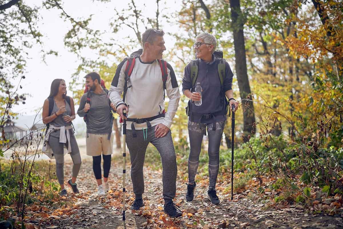 wandeling in het bos met familie